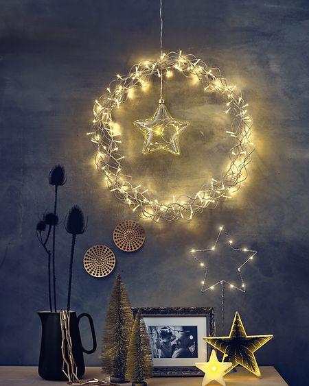 Weihnachtsdeko geht auch avantgardistisch - mit schlichten Mustern und viel Gold.