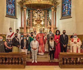 8 adultes et 22 jeunes chrétiens de la Paroisse Sts-Pierre-et-Paul confirmés