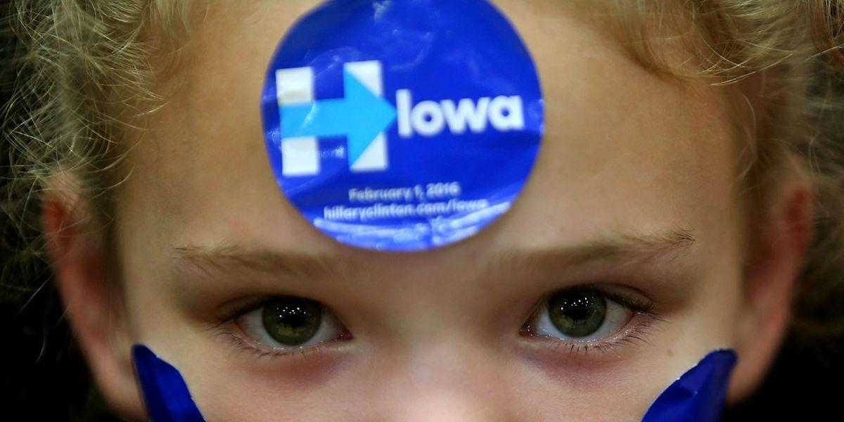 Eine junge Anhängerin der demokratischen Präsidentschaftskandidatin Hillary Clinton bei einer Wahlveranstaltung in Cedar Rapids (Bundesstaat Iowa).