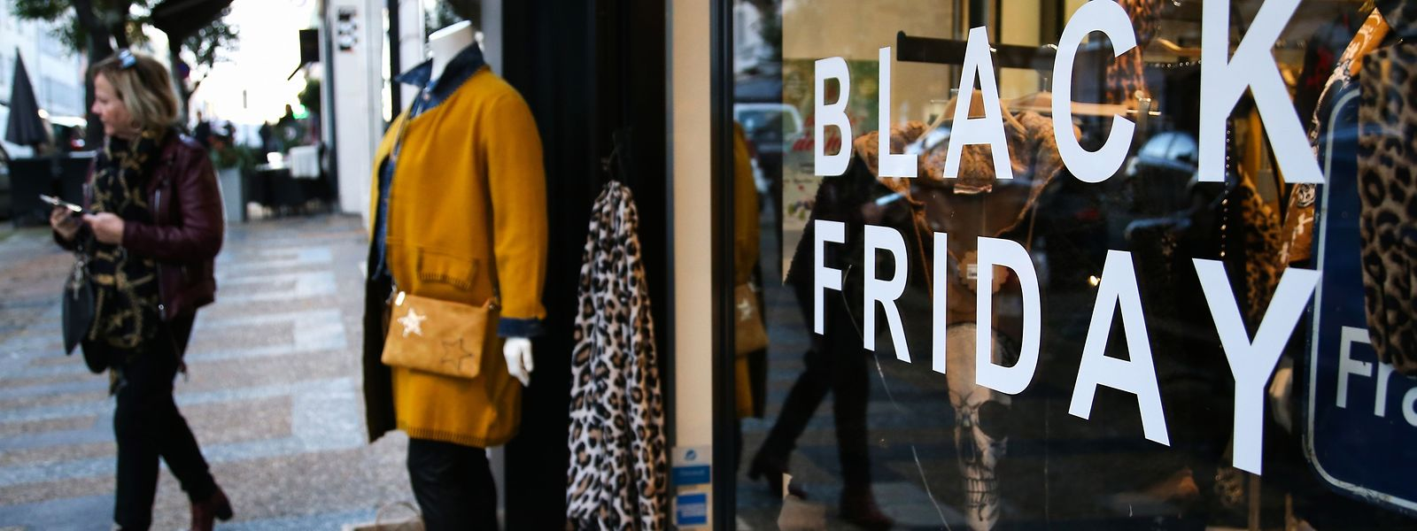 """Am """"schwarzen"""" Freitag bietet der Einzelhandel einmalige Rabatte und Sonderangebote an."""