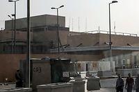 Der Eingangsbereich zum Gelände der US Botschaft im Irak.