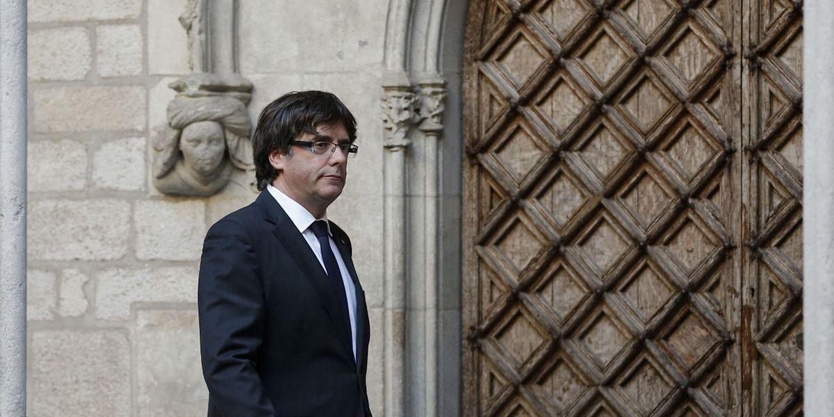 Carles Puigdemont hat ein Problem: Seine Kandidatur wurde nicht gänzlich untersagt, aber seine Anwesenheit zur Bedingung gemacht.