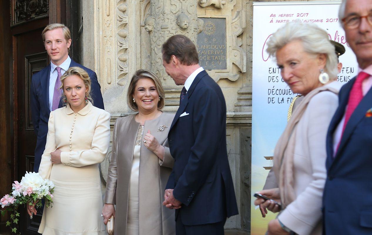 Das Brautpaar zusammen mit Großherzogin Maria Teresa und Großherzog Henri.