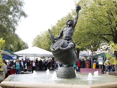 St�nde-Unterhaltung-Flohmarkt Foto: Lucien WOLFF