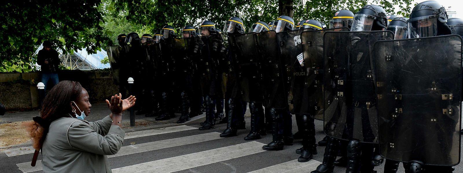 Et voilà qu'en plus on les soupçonne de «racisme», les «flics» de France.
