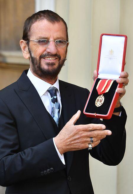 Der Ex-Beatle Ringo Starr wurde am 20. März 2018 zum Ritter geschlagen worden. Die Ehrung wurde ihm von Prinz William überreicht.