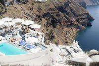 Ausblick von Santorin: Reiseveranstalter setzen für den Sommer auf Pauschalurlaub unter anderem in Griechenland.
