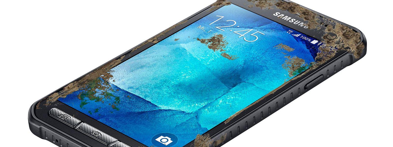 Samsungs Galaxy Xcover 3 hält Schlammbäder und kleine Tauchgänge aus.