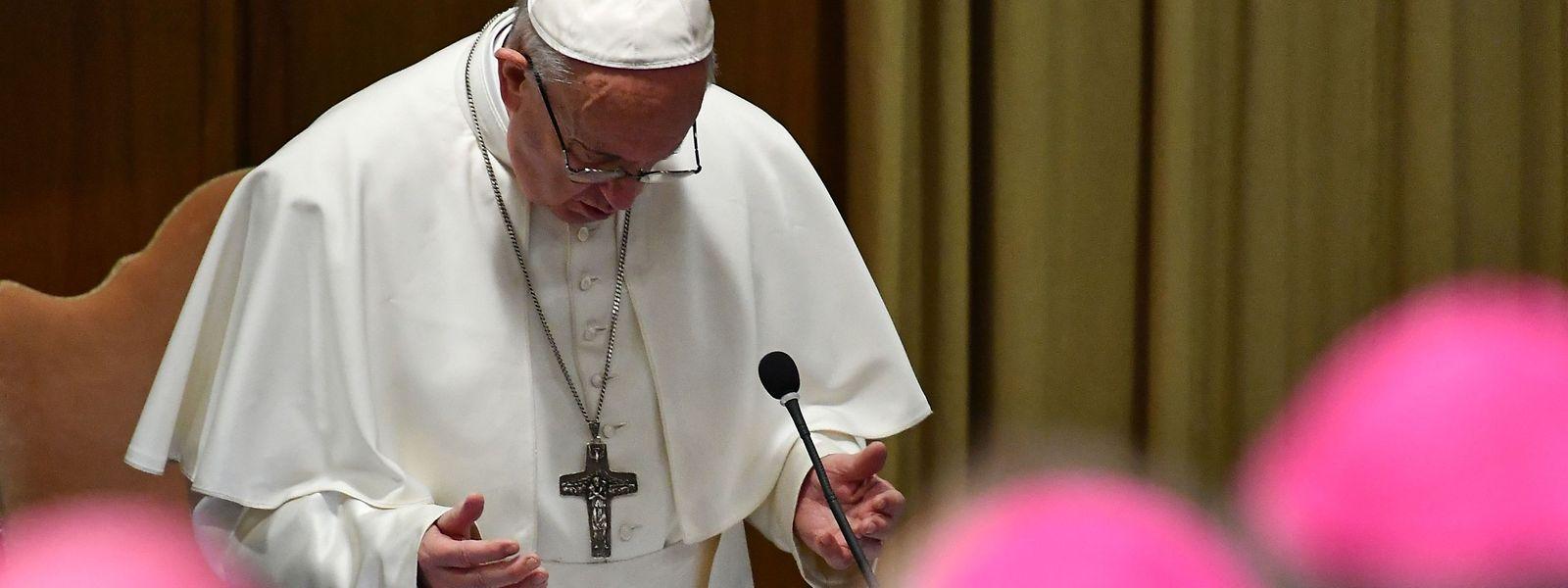 Papst Franziskus spricht bei einer Konferenz zum Thema Missbrauch im Vatikan.