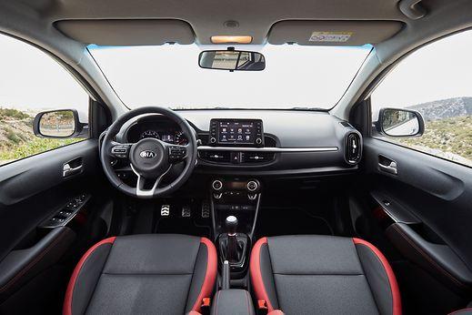 Das Cockpit präsentiert sich modern und aufgeräumt.