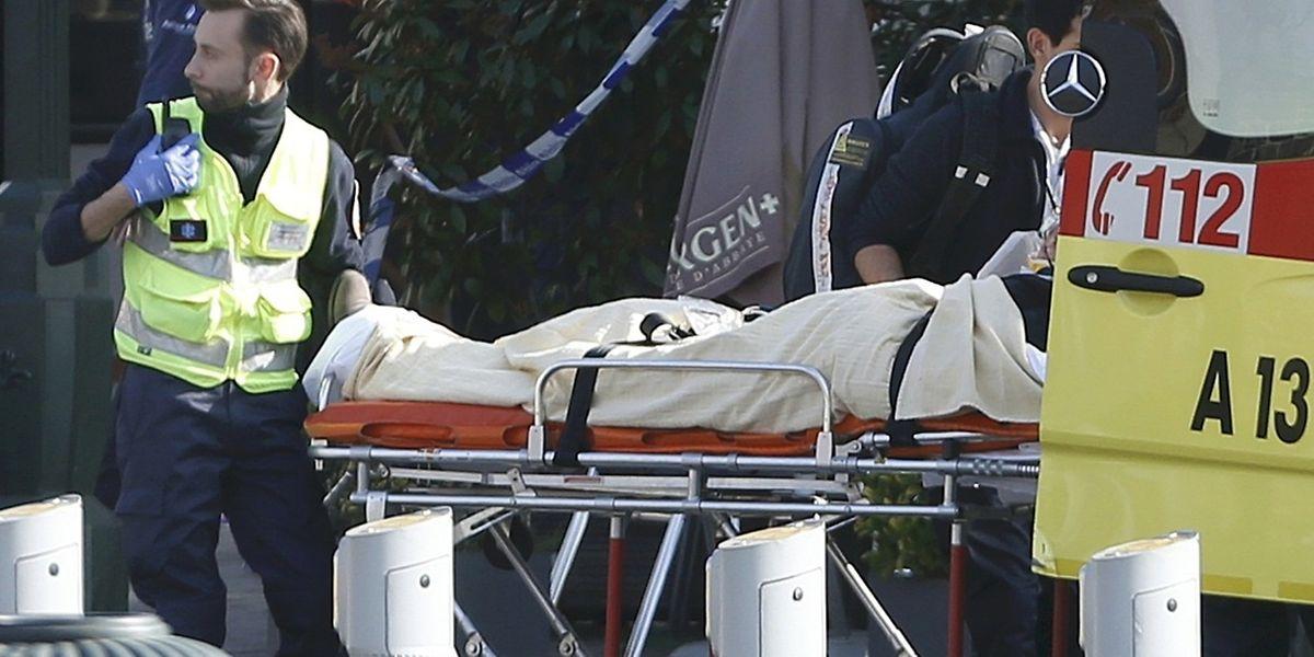 Un suspect a été tué. Le parquet a déjà affirmé qu'il ne s'agissait pas de Salah Abdeslam