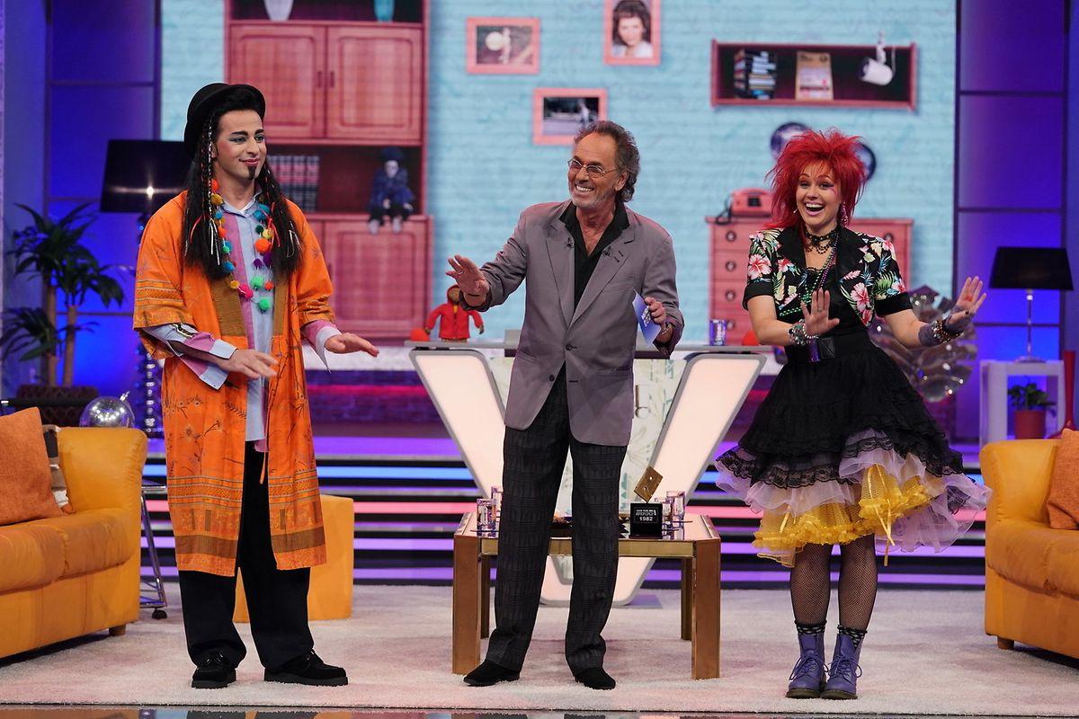 Als Gäste in der ersten Show begrüßt der Moderator Bülent Ceylan (l.) und Ruth Moschner (r.).