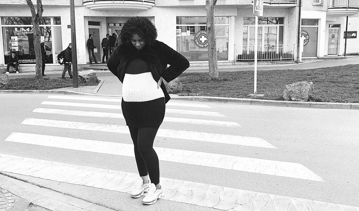 Débora não tem papéis mas está grávida de oito meses. Teve de arriscar ser infetada e veio à consulta dos Médicos do Mundo. No hospital não a recebem.