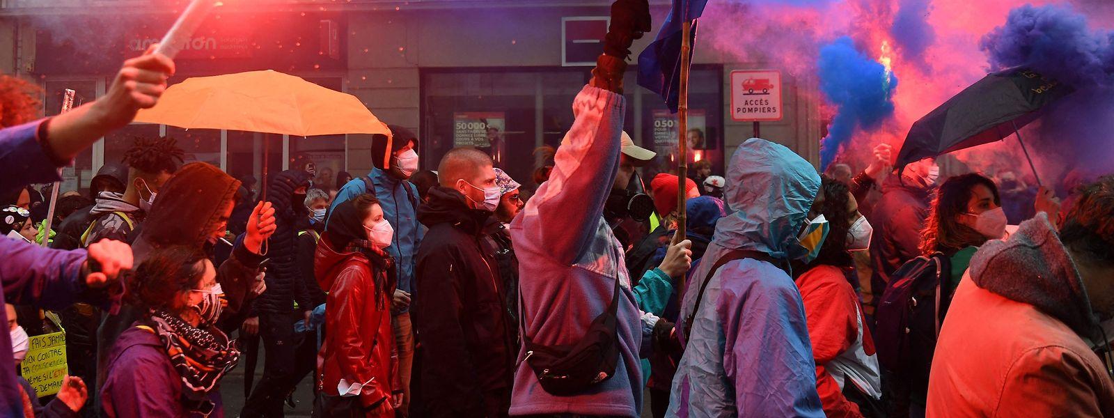 In Paris richtete sich der Zorn der Masse vielfach gegen die Regierung unter Emmanuel Macron.