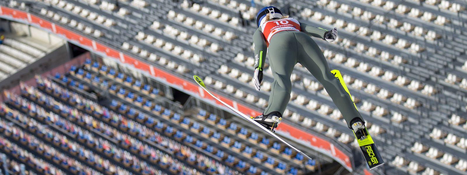 Bei der Nordischen Ski-WM in Oberstdorf dürfen erst einmal die kleinen Nationen ran, bevor unter anderem Joanna Szwab aus Polen in den Wettkampf startet.