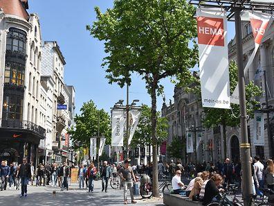 La rue Meir à Anvers est la plus grande artère commerciale de Belgique