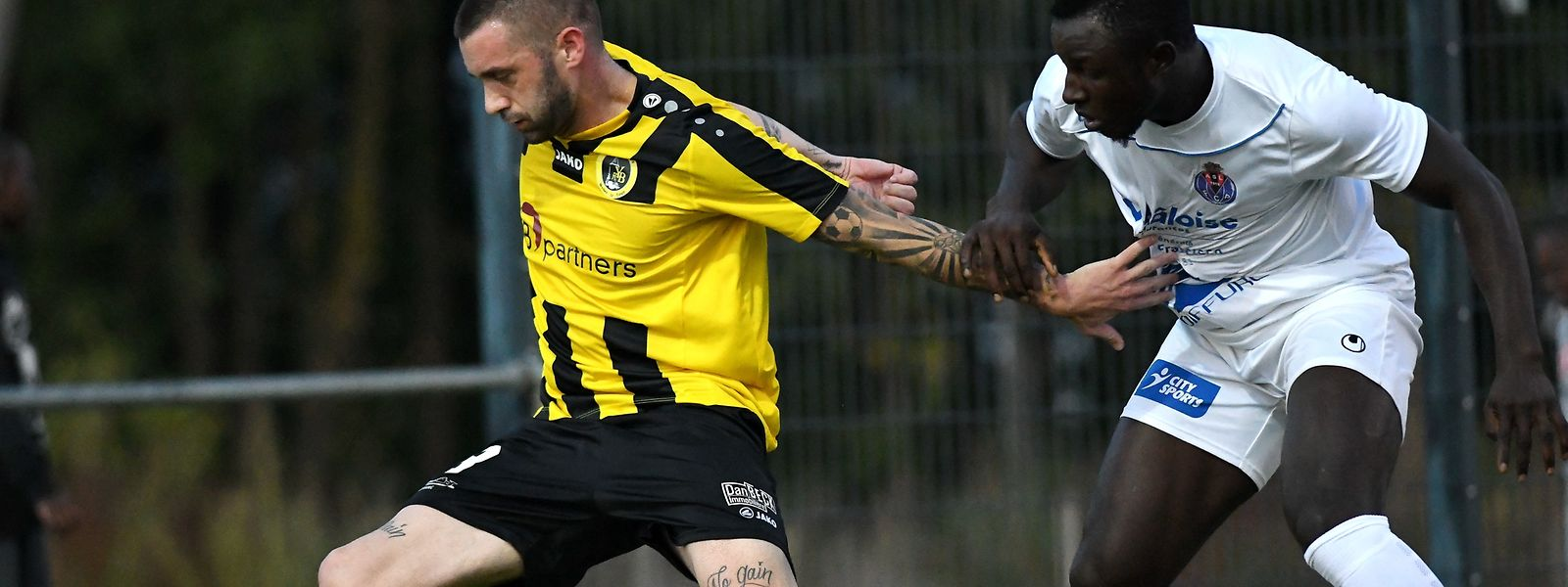 Levy Rougeaux (à g., Weiler-la-Tour) et Jesualdo Ferreira (ASL-Porto) se sont quittés dos à dos (0-0)