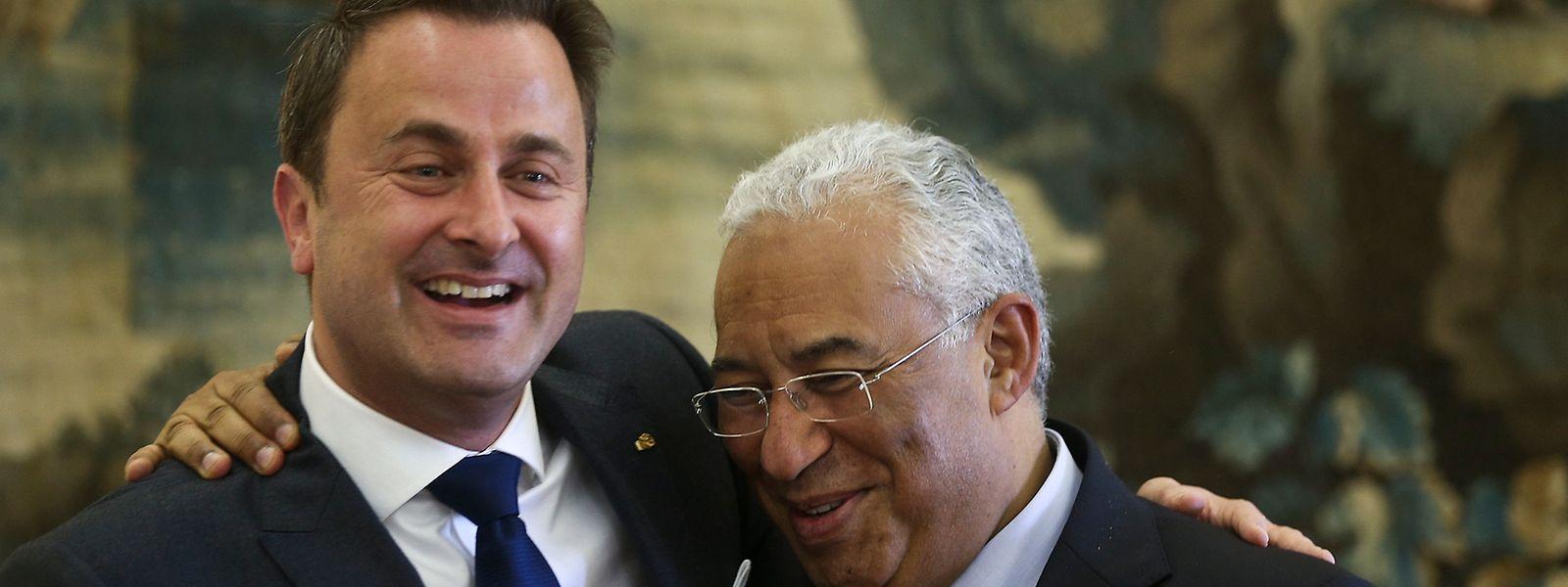 O primeiro-ministro António Costa, à direita, e o seu homólogo luxemburguês Xavier Bettel numa visita a Portugal, no Palácio de S.Bento Palace, em Lisboa. 10 novembro, 2016.