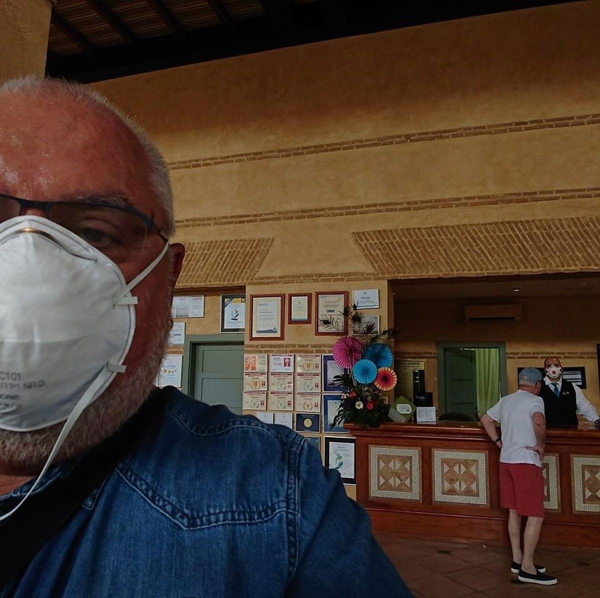 Lucien Spellini bewegte sich im Hotel frei rum. Dabei hatte er aber stets eine Maske auf.