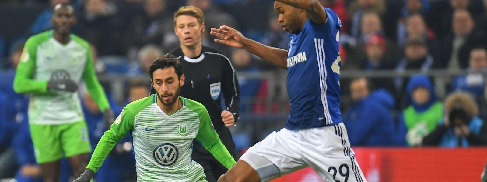 Yunus Malli und Co. fanden kein Mittel gegen Schalkes Defensive um Naldo (r.).