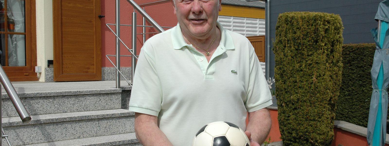 John Grettnich ist auch heute noch dem Fußball sehr verbunden.