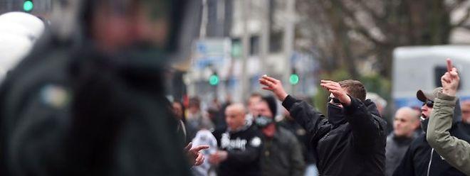Auch vermummte Neonazis und Hooligans waren unter den Pegida-Demonstranten.