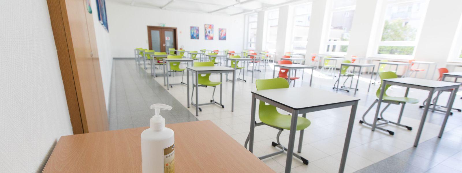 Innerhalb der Klassensäle muss ein Sicherheitsabstand von zwei Metern eingehalten werden.