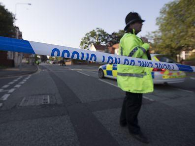 Die britische Polizei hat mittlerweile zehn Verdächtige festgenommen.