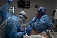 Wenn das Infektionsgeschehen nicht eingedämmt wird, droht eine Überlastung der Krankenhäuser.