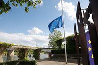 Lokales Osten, Schengener Esplanade, Europa-Fahne, Halbmast Foto: Anouk Antony/Luxemburger Wort
