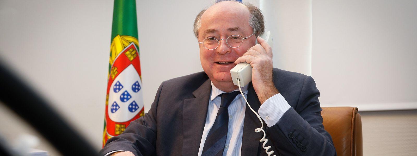 O embaixador António Gamito diz que não foi contactado diretamente sobre pedidos de apoio de portugueses afetados pela crise pandémica.
