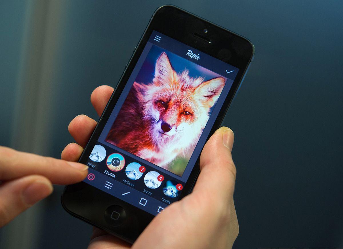 Mit Foto-Apps wie Repix können Bilder nicht nur aufgenommen, sondern auch nachbearbeitet werden. Das Programm bietet zahlreiche Farbfilter und Effekte.