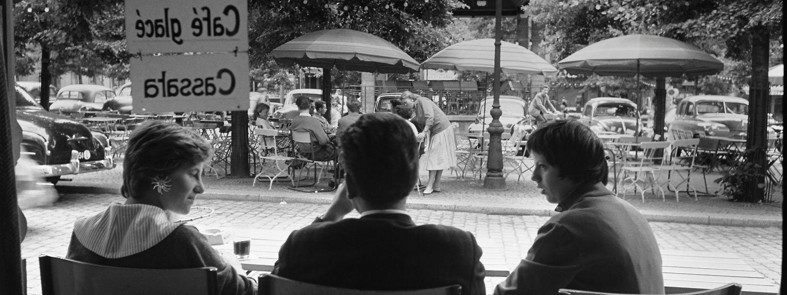 Anfang der 1960er-Jahre nutzten Autofahrer die Place d'Armes noch zum Parken.