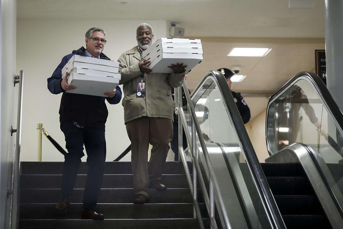 Mit Pizza wurde der Hunger während der langen Debatten bekämpft.