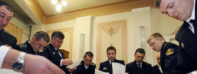 Stimmenauszählung nach der Wahl in Russland.