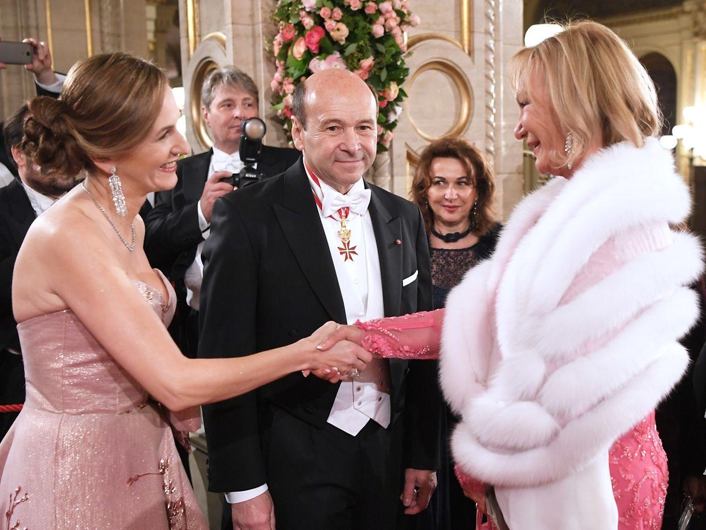 Begrüßte die Gäste persönlich: Organisatorin Maria Großbauer. Daneben Dominique Meyer, Direktor der Staatsoper, und Milliardärin Ingrid Flick. (v.l.n.r.)