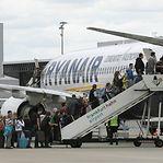 Ryanair condenada a pagar três milhões de euros devido a cobrança de bagagem de mão