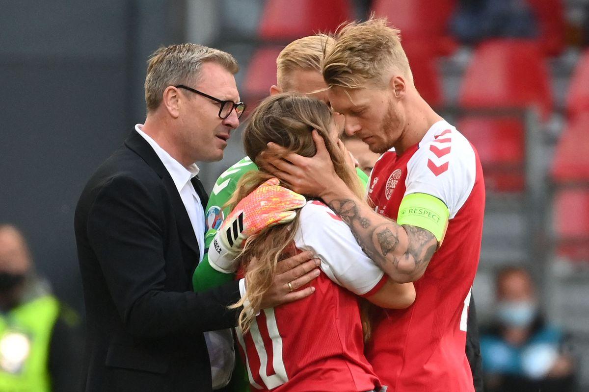 Simon Kjaer tröstet Christian Eriksens Freundin Sabrina Kvist Jensen auf dem Platz.