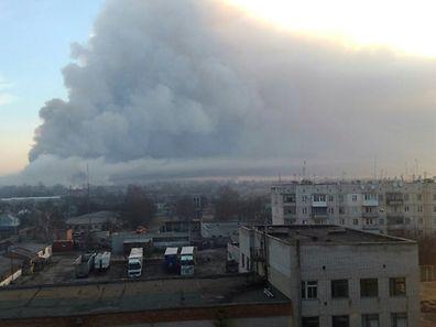 De la fumée au-dessus de la ville de Balaklia