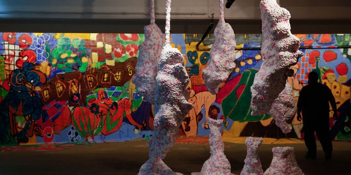 93 artistes participent à l'exposition.