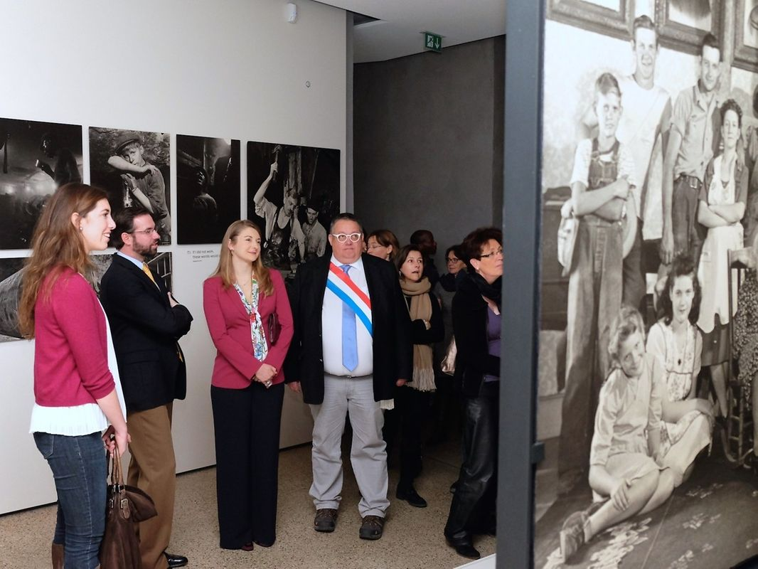 Le couple grand-ducal héritier visite l'exposition «The Family of Man».