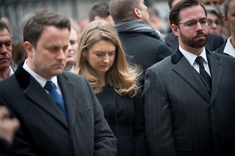O Grão-duque Herdeiro Guillaume e a grã-duquesa herdeira Stéphanie participaram no minuto de silêncio