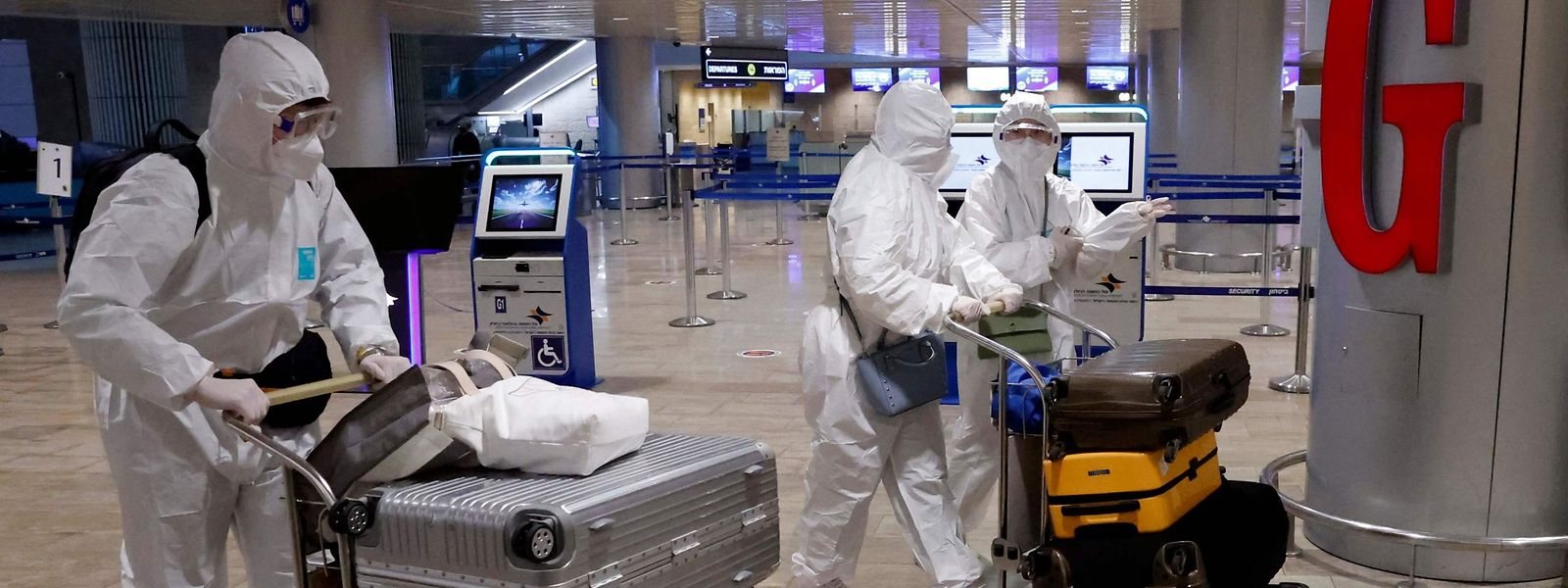 Sans aller jusqu'à la combinaison intégrale sans doute, le pays doit fixer les nouvelles modalités sanitaires d'entrer sur son territoire pour les voyageurs.