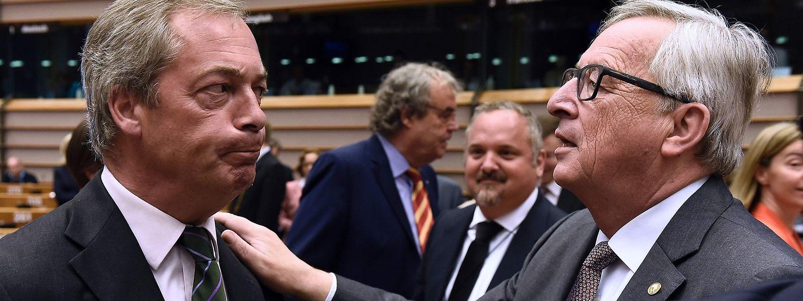 Vor der Sitzung hatte Jean-Claude Juncker Farage noch mit einer Umarmung gegrüßt - während der Sitzung wurde der Ton etwas rauer.