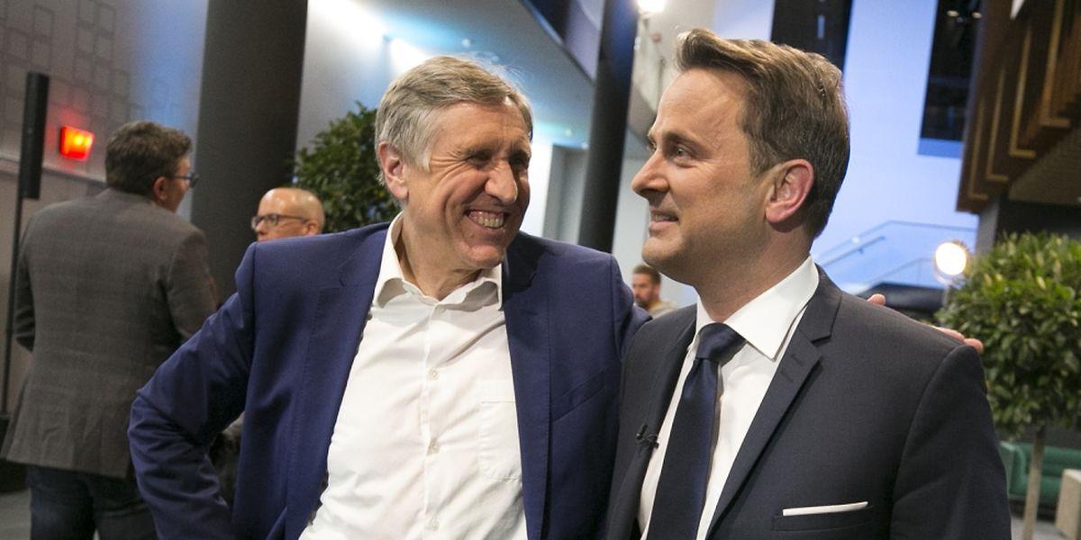 Der grüne Spitzenkandidat François Bausch (links) und Premier Xavier Bettel (DP) freuen sich über den Erfolg ihrer Parteien.