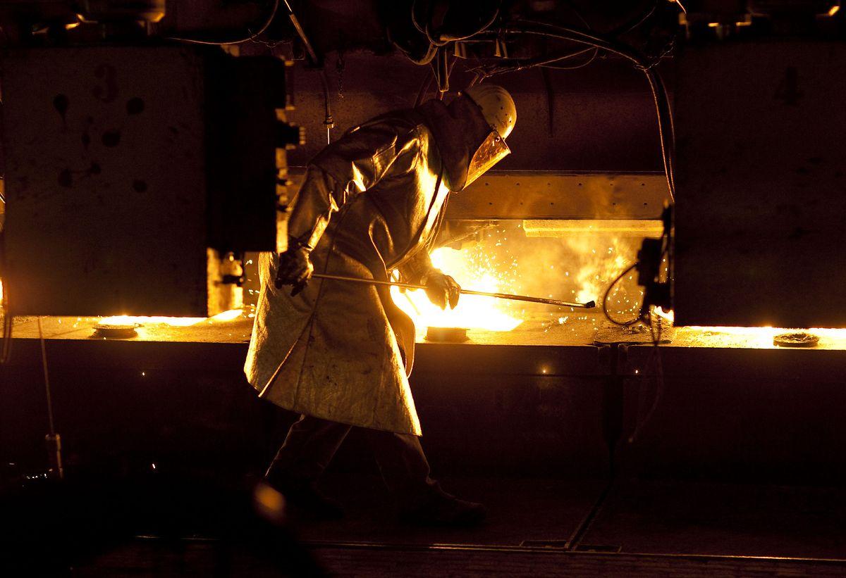 En 2018, l'empreinte carbone d'ArcelorMittal s'élevait à 194 millions de tonnes de CO2 auxquelles il faut ajouter près de 9 millions de tonnes d'équivalent CO2 en lien avec les activités minières du groupe.
