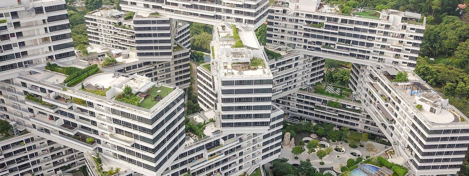 In asiatischen Städten ist Platz häufig eine Geldfrage. In Singapur entstand daher vor einigen Jahren der preisgekrönte Appartement-Komplex The Interlace mit kleinen und mittelgroßen Wohneinheiten.