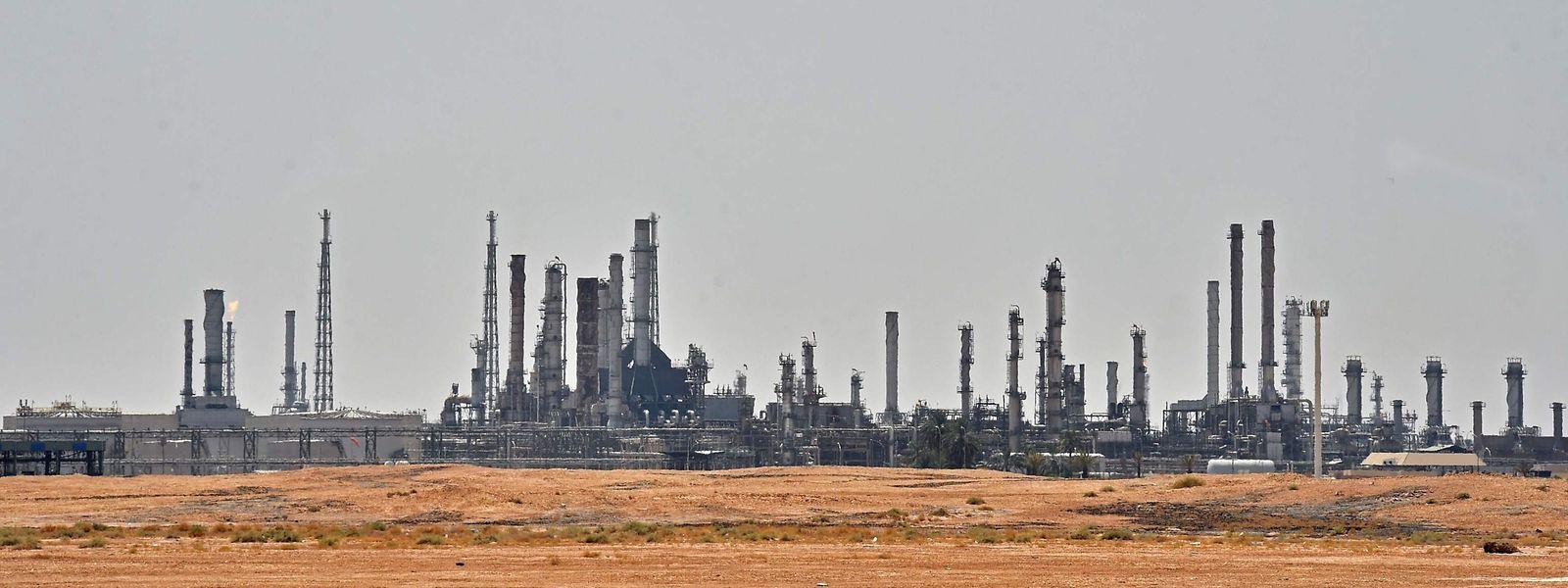 Ein Bild aus vergangenen Tagen zeigt die Ölförderanlage von Aramco bei al-Khurj, bevor sie von dem Drohnenangriff getroffen wurde.