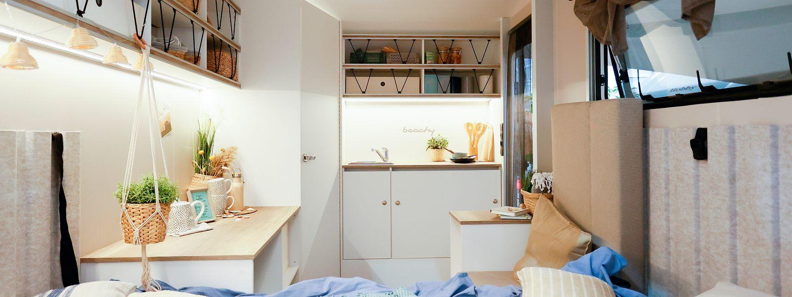 Sonne, Strand und Meer: dieses Urlaubsgefühl ist die Idee für den Wohnwagen Beachy – die neue Submarke von Hobby.