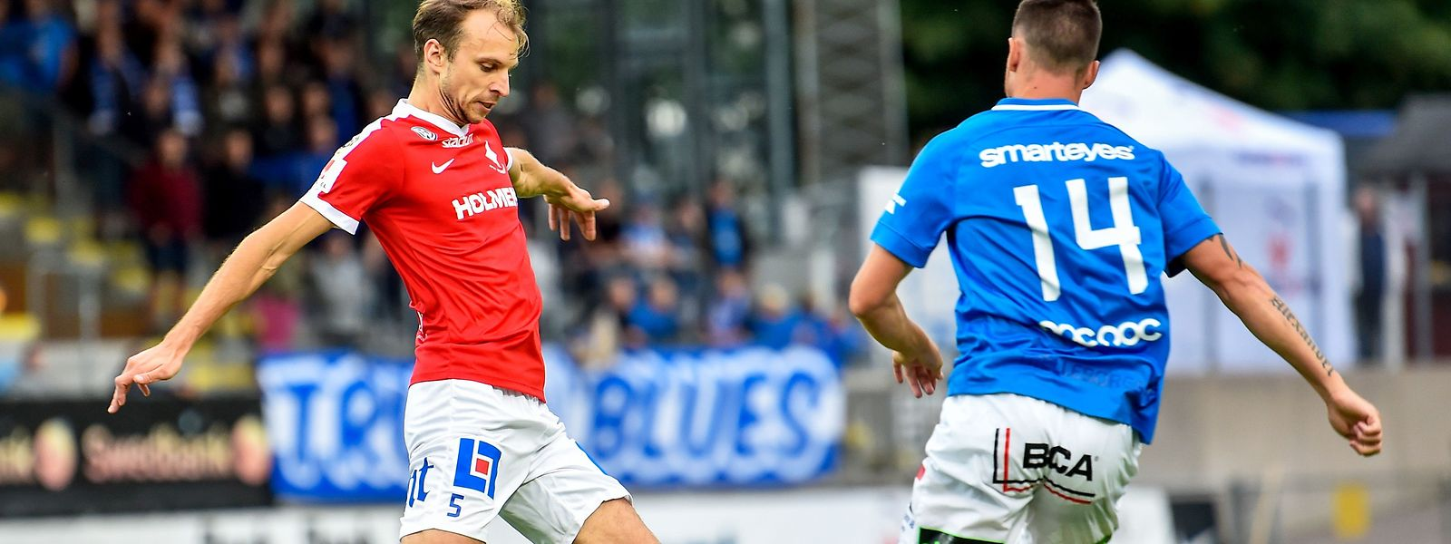 Lars Gerson (en rouge) a de nouveau occupé la place de milieu droit, ce jeudi en championnat de Suède avec Norrköping contre Örebro